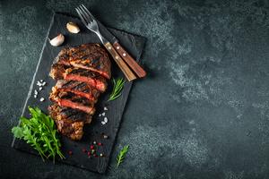 【梅田】おすすめのステーキが食べられるお店20選|ジューシーなお肉を特別な空間で楽しむ